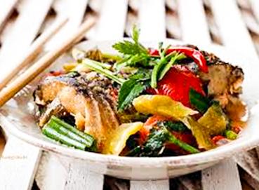 Cá ngừ kho cải chua