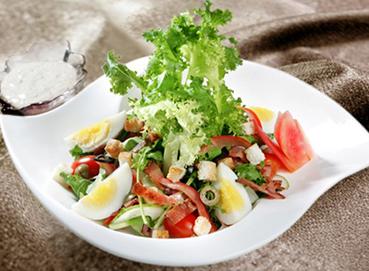 Ba rọi xông khói trộn salad