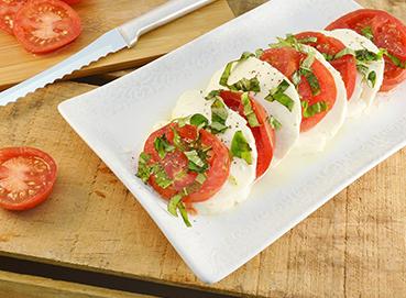Salad cà chua và phô mai tươi