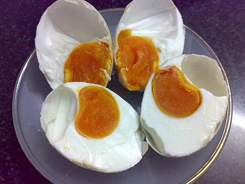 Trứng gà muối